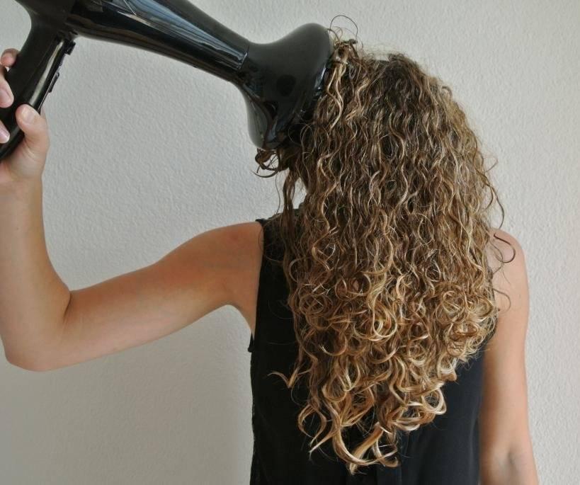 Как сделать небрежные кудри на средние волосы?
