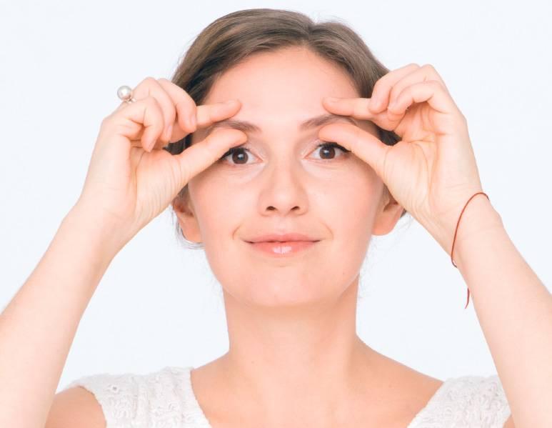 Убираем морщины вокруг глаз с помощью упражнений