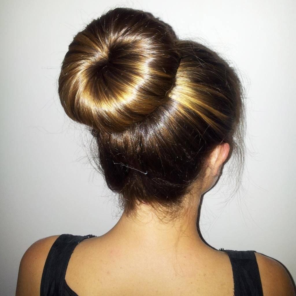 Прическа бублик на длинные, средние волосы по шагам