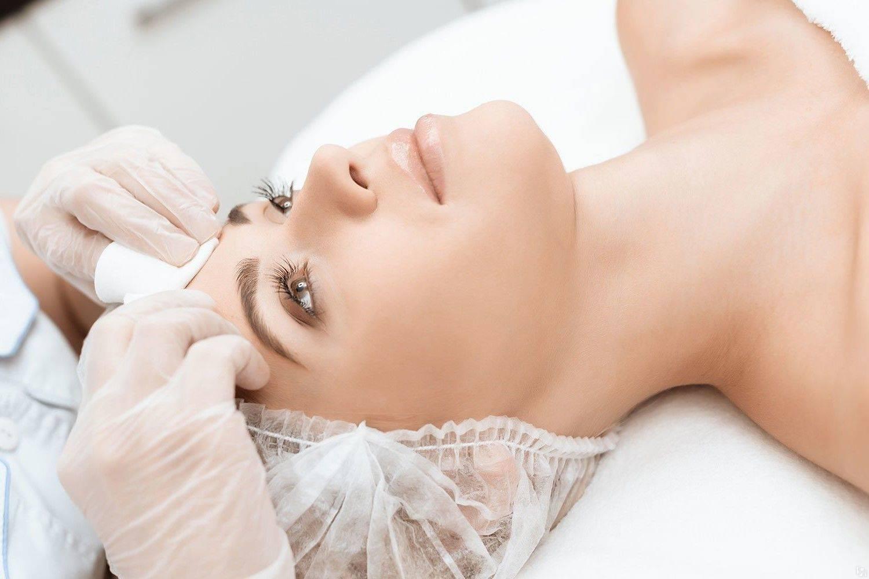 Когда лучше делать чистку лица - показания к применению, виды процедур