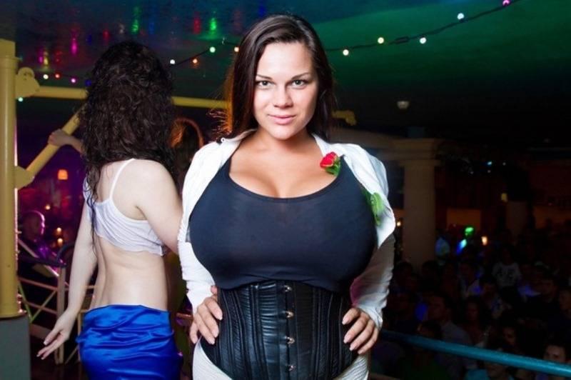 Какая самая большая женская натуральная грудь: размеры бюста