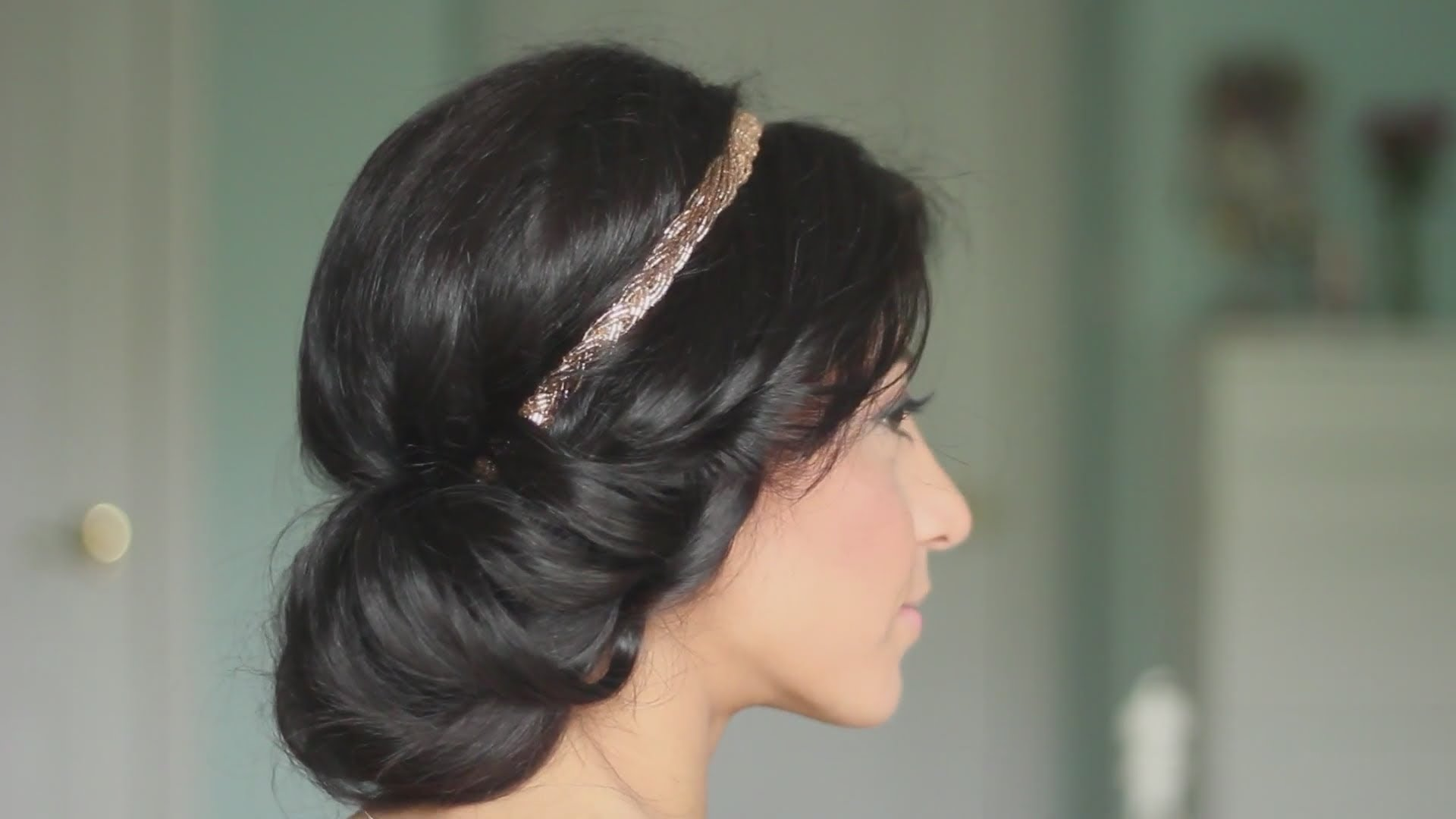 Греческие прически на средние волосы. фото с челкой, повязкой, ободком на резинке, косами, локонами, кудри. как сделать карандашом, своими руками пошагово