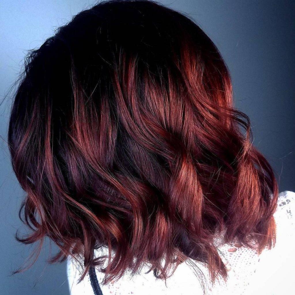 Омбре на темные волосы средней длины: особенности, виды, выбор оттенка