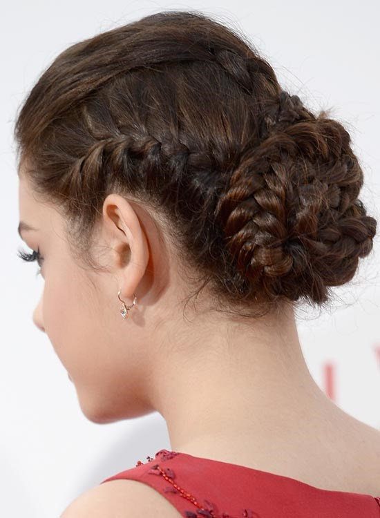 Как сделать красивый пучок на длинные волосы