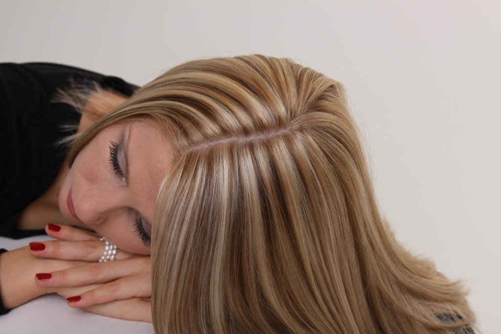 Мелирование на темные волосы, средние, длинные, короткие стрижки, с челкой и без. кому подходит, как выглядит, как сделать пошагово в домашних условиях. фото