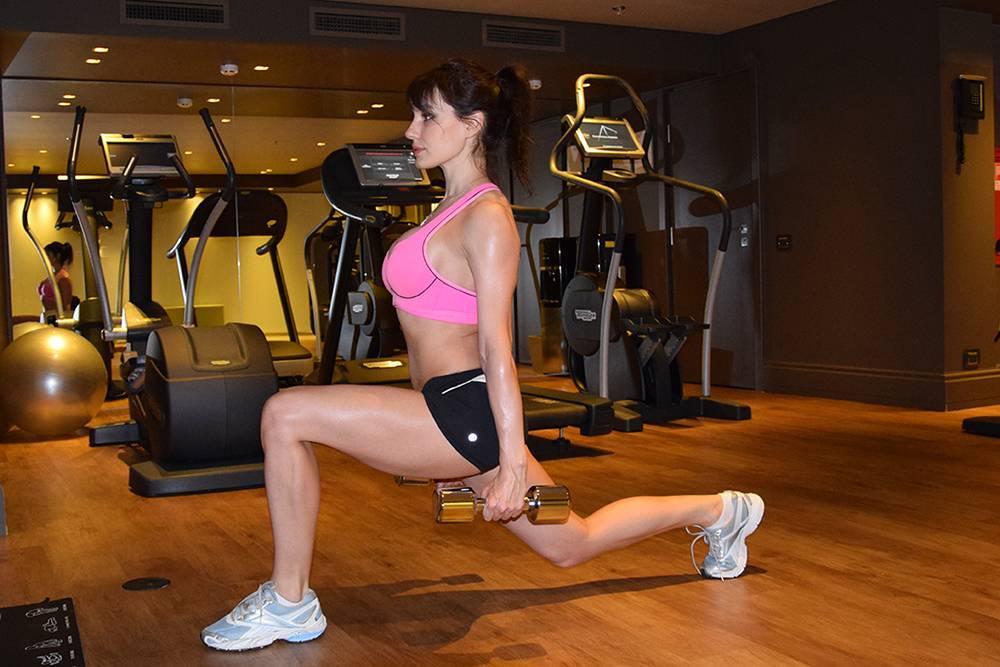 Упражнения для тренировки на ноги и ягодицы, которые необходимо выполнять в тренажерном зале девушкам   rulebody.ru — правила тела