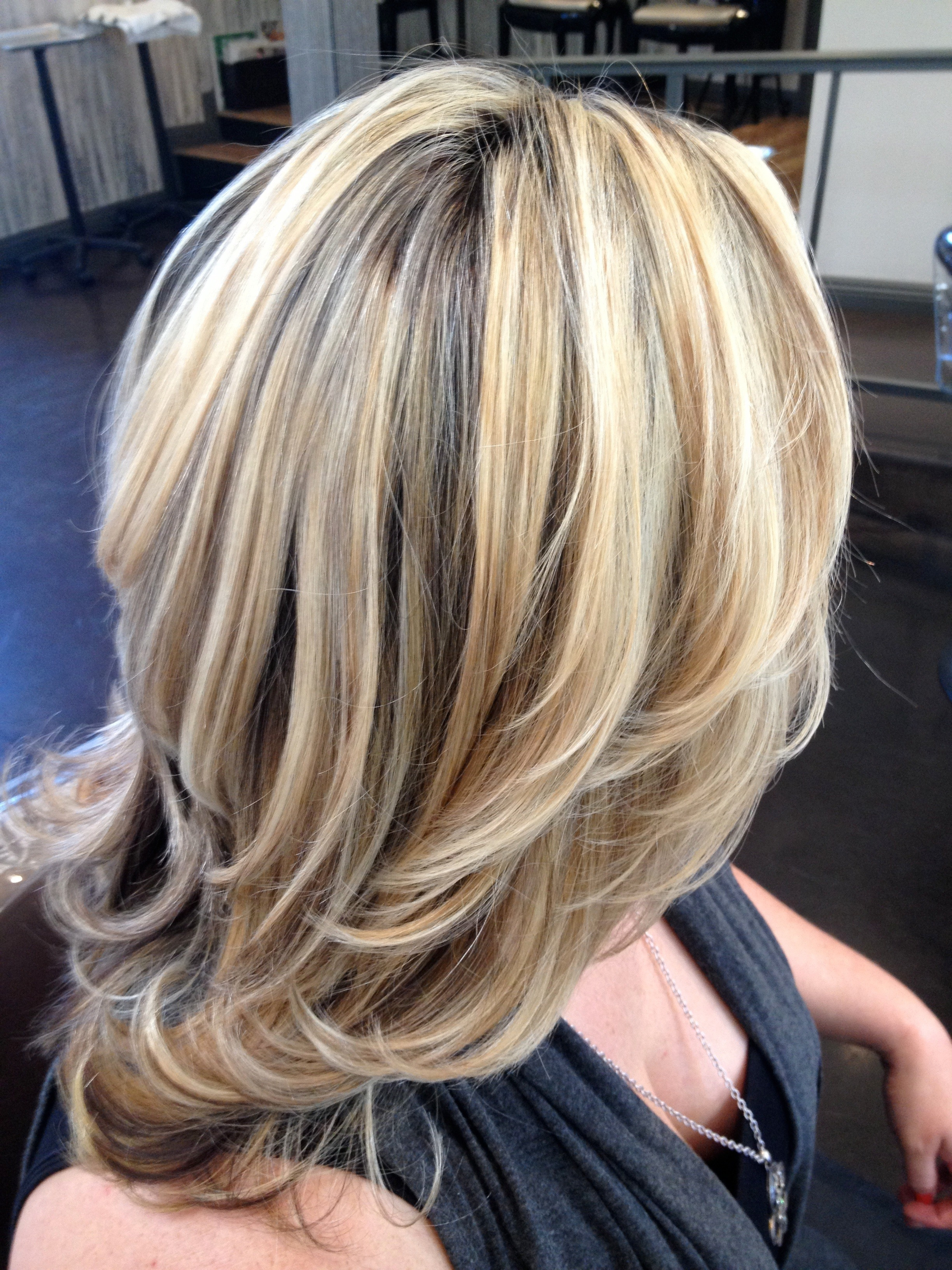 Колорирование на темные волосы средней длины. фото до и после окрашивания