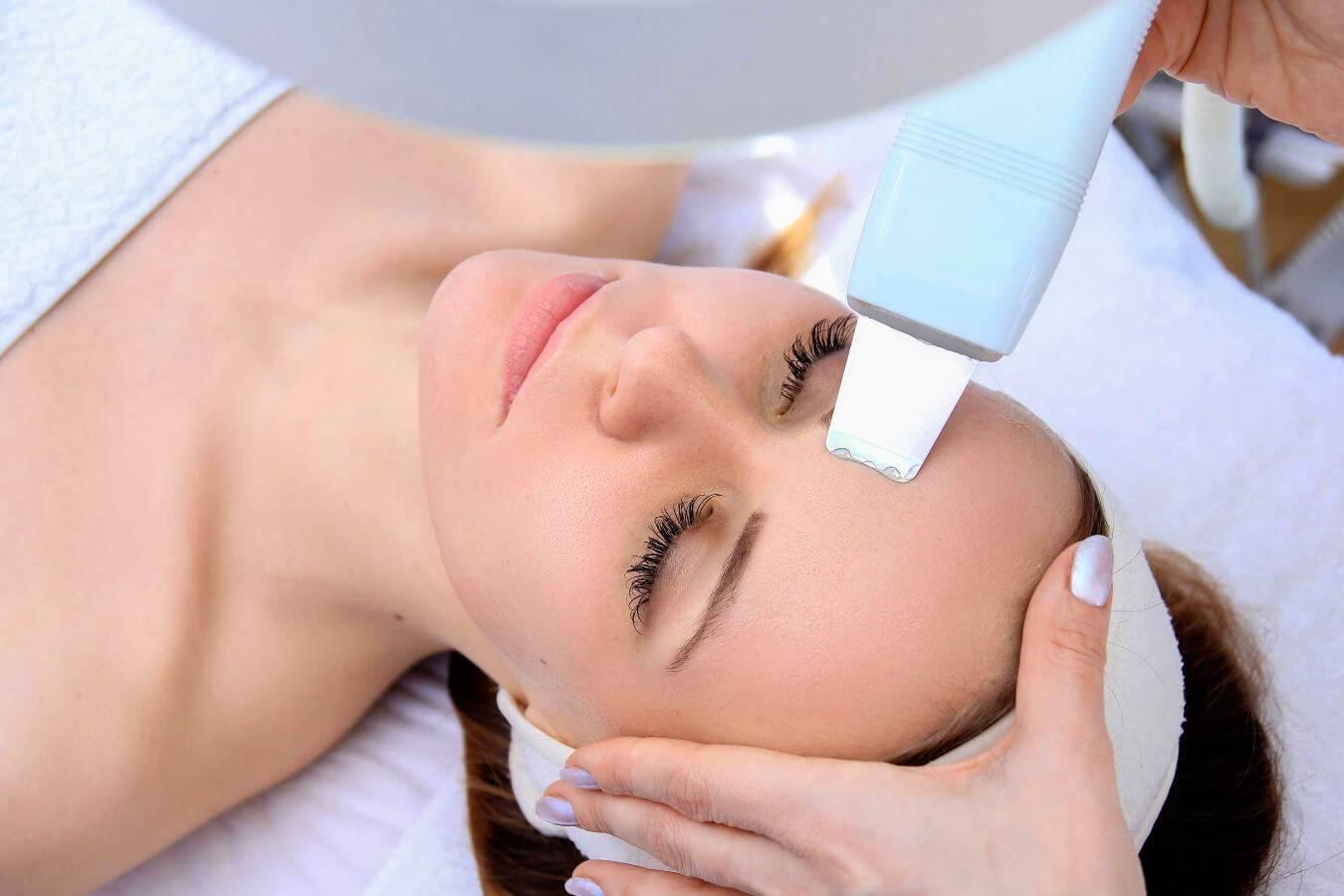 Механическая или ультразвуковая чистка лица: что лучше и какая эффективней