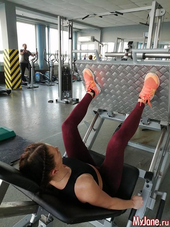 Упражнения для ягодиц в тренажерном зале для девушек: самые эффективные (видео, фото)