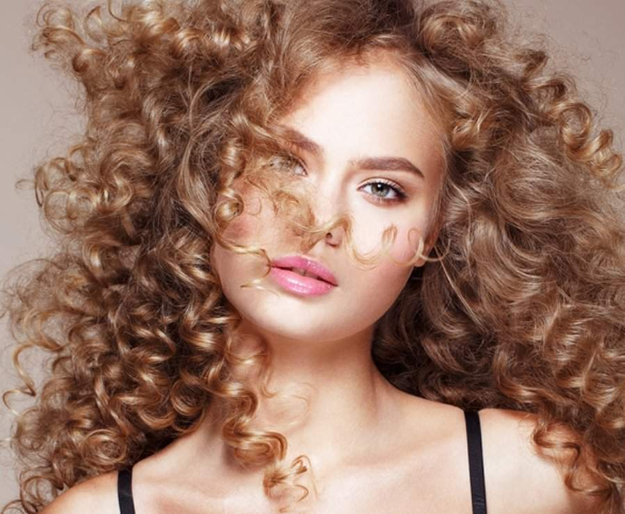 Уход за вьющимися волосами: средства и рецепты