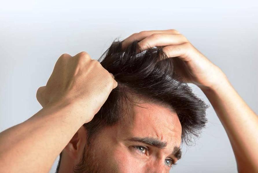Выпадают волосы у мужчины: что делать, причины выпадения на голове, почему редеют, лечение, как бороться на теле, от чего начали