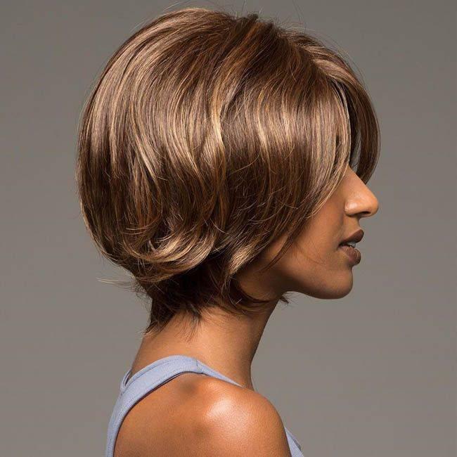 Женская стрижка каре на волосы средней длины