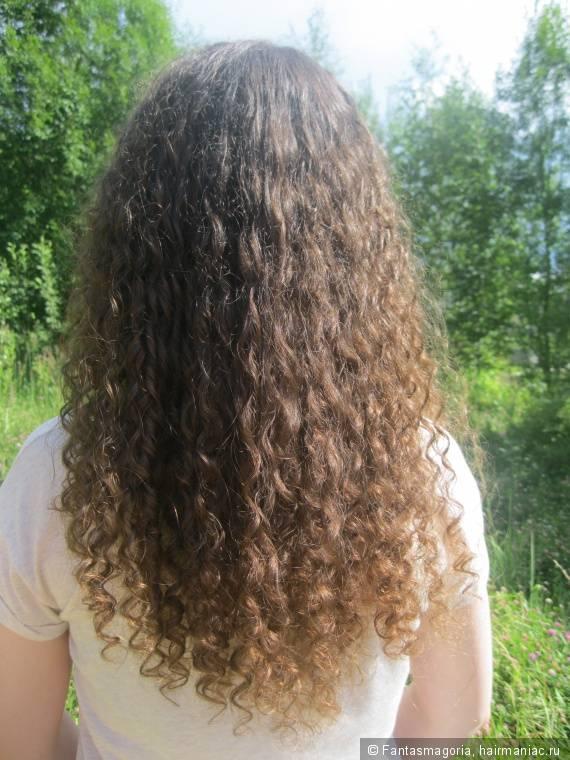 Уход за сухими вьющимися волосами: как ухаживать за кудрявыми прядями?