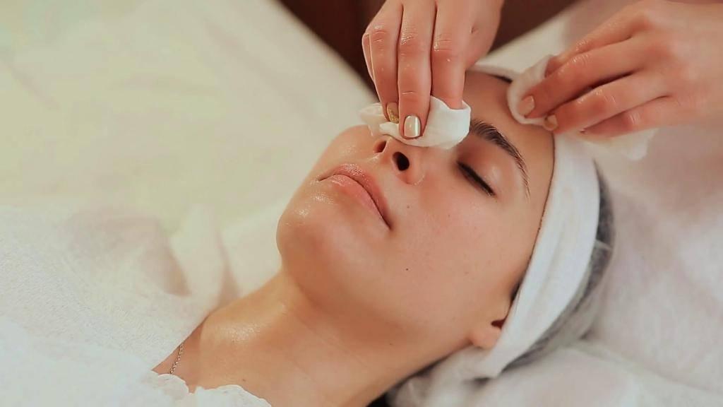 Лицо после чистки у косметолога: когда ждать улучшения
