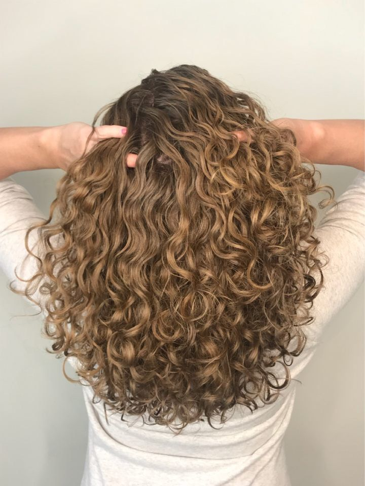 Уход за кудрявыми волосами в домашних условиях: обзор 6 лучших средств