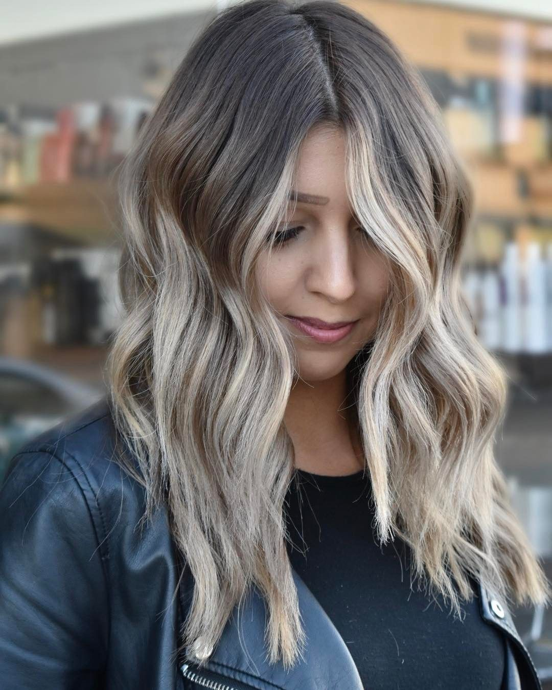 Пепельный цвет волос: идеи окрашивания для блондинок и брюнеток