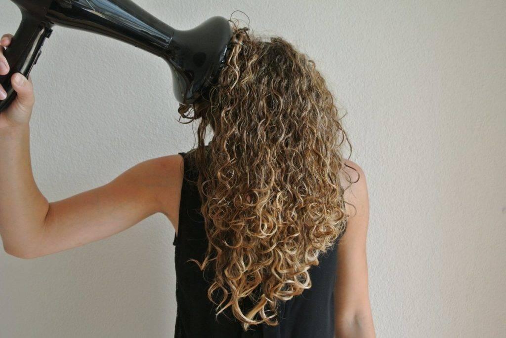 Раскрываем секреты, как ухаживать за естественно вьющимися волосами